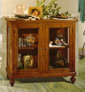 Klasikiniai svetaines baldai Vitrinos art 1512/A Vitrina