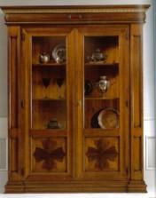 Klasikiniai svetaines baldai Vitrinos art 153/A Vitrina