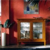 Klasikiniai svetaines baldai Vitrinos art 600 Vitrina