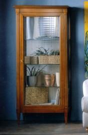 Klasikiniai svetaines baldai Vitrinos art 601 Vitrina