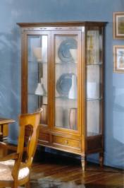 Klasikiniai svetaines baldai Vitrinos art 817 Vitrina