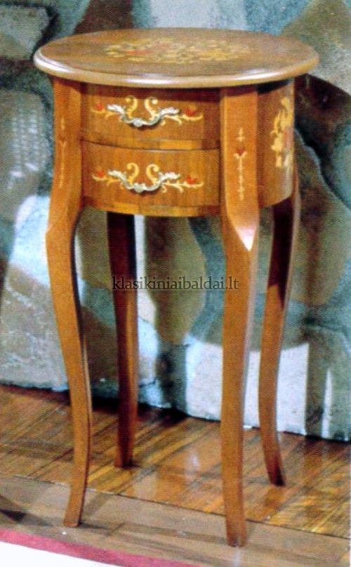 Klasikinio stiliaus interjeras art 146 Staliukas
