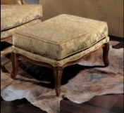 Sendinti klasikiniai baldai Seven Sedie art 9303O Pufas